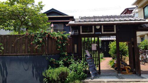マナーハウスモトヤマ入口