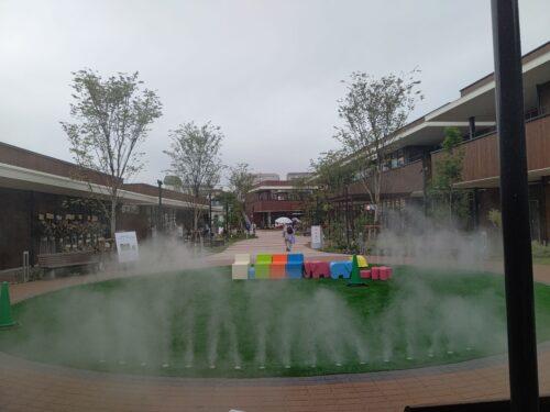 夙川グリーンプレイス芝生広場噴水写真